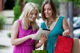 Shopping-Women-using-Digital-Tablet-outdoors.-660x440